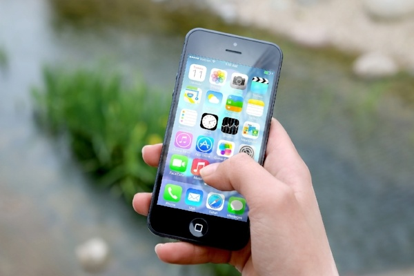 hand-apple-iphone-smartphone-433504-edited.jpg